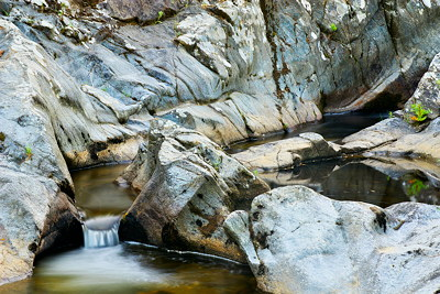 Image of the Verne river running through the rocks