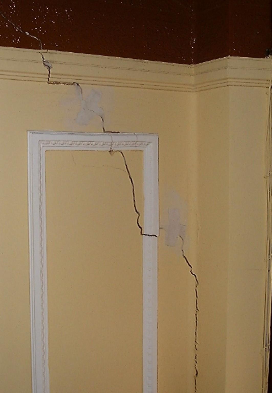 Como reparar las grietas en paredes y techos de yeso bed - Reparar grietas pared ...