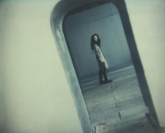 ©Anna Marcell. Autorretrato. Polaroid Self-Portrait. Fotografía | Photography