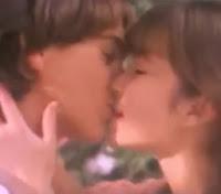 Propaganda do chocolate Laka (Lacta): o primeiro beijo de dois jovens. 1989.