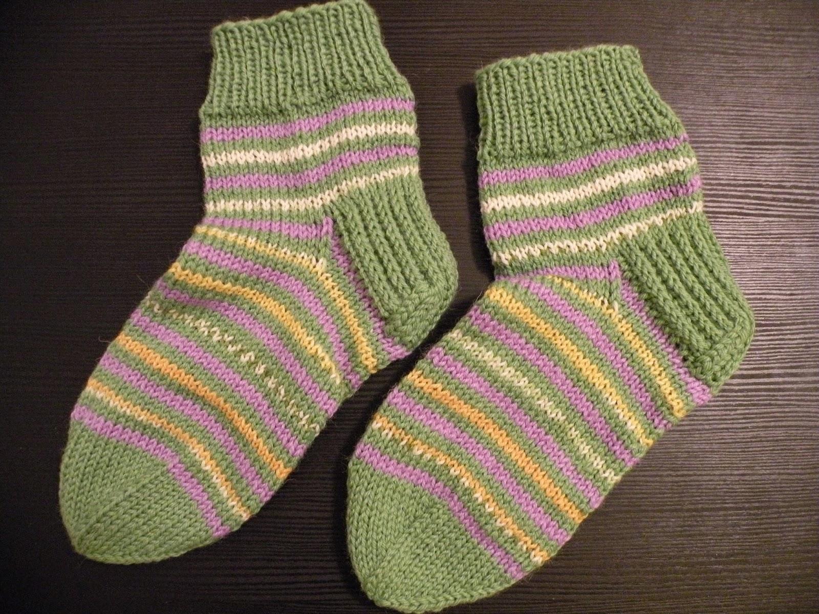 villasukat naisten helpot