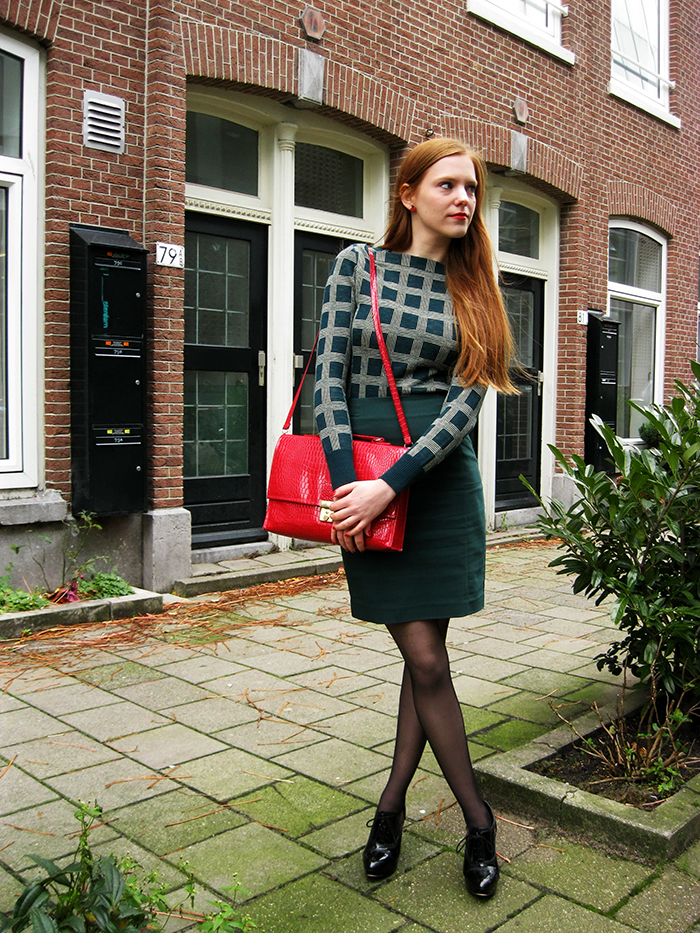 Outfit ootd blogger green vintage emerald red amsterdam dutch