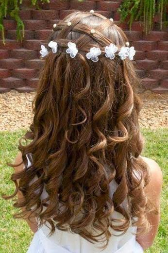 hairstyle is picture perfect for a flower girl or other special occasion ..............ladies flower hair style idea