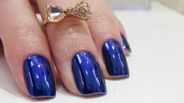 Esmalte da Semana Azul cintiante cor Olho Turco da Passe Nati Esmaltes
