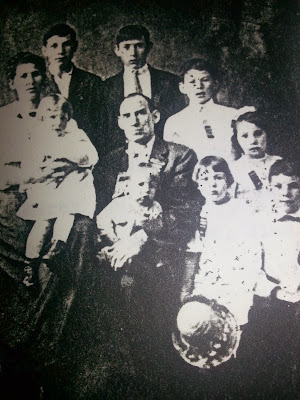 Picture of Sidney Davis and Family