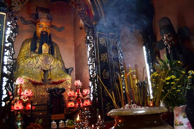 Interior de la pagoda del emperador de Jade