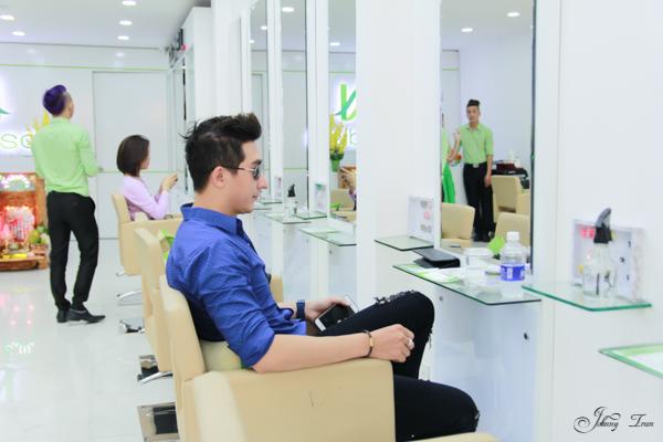 Siêu mẫu Nam Phong chon Nadisa là nơi tin tưởng làm đẹp cho mình