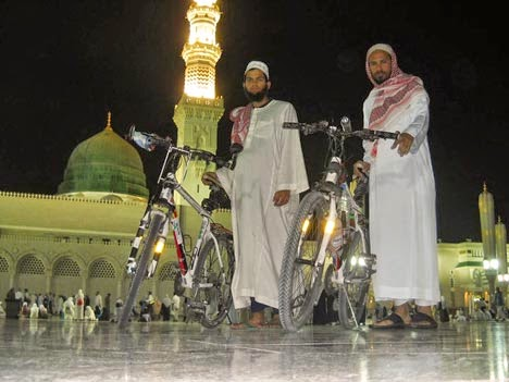 http://arminarekajatim.blogspot.com/2014/08/naik-haji-kayuh-sepeda-sembilan-bulan.html