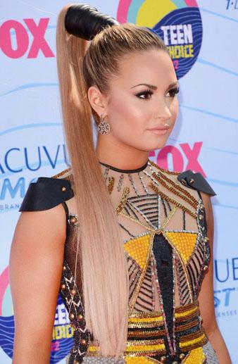 Demi Lovato Uzun Saçlar ve at kuyruğu modeli