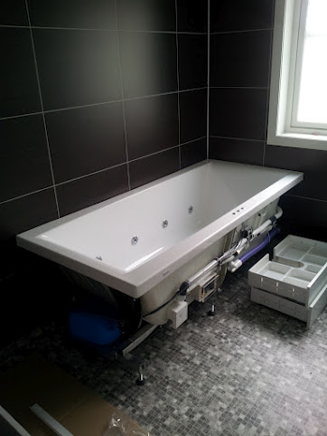 Drømmehuset: innredning på bad er montert