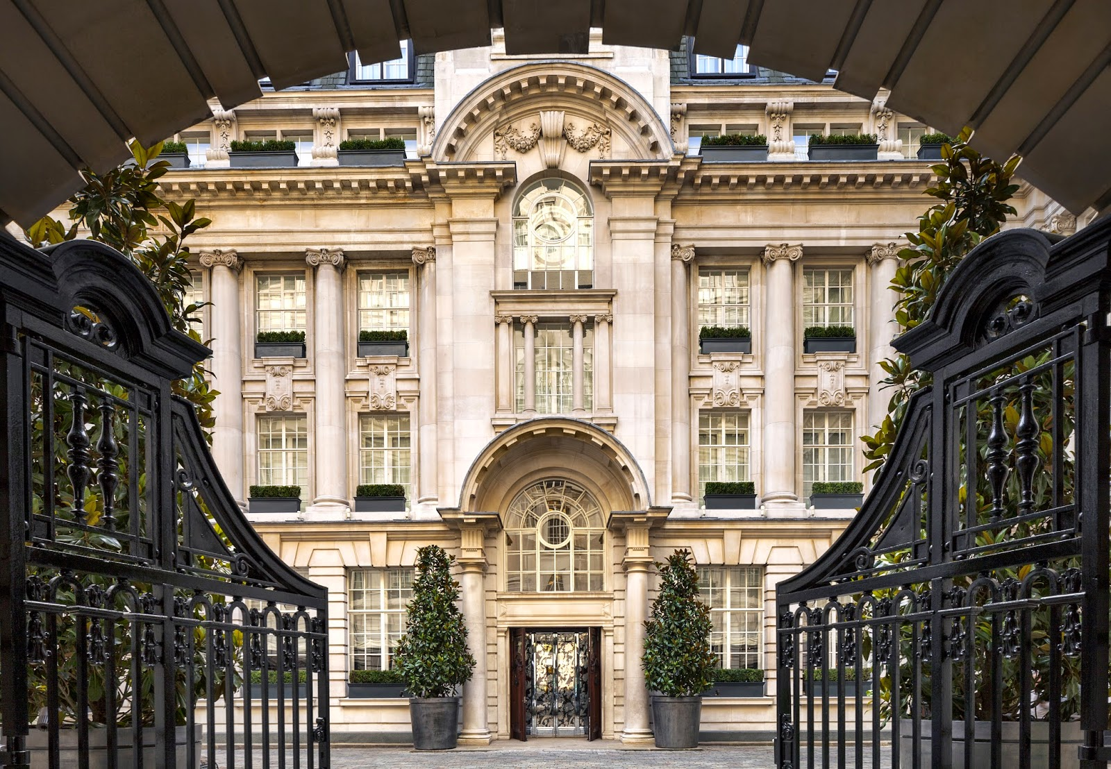 Feel The British Legacy In 5 Star Hotels London