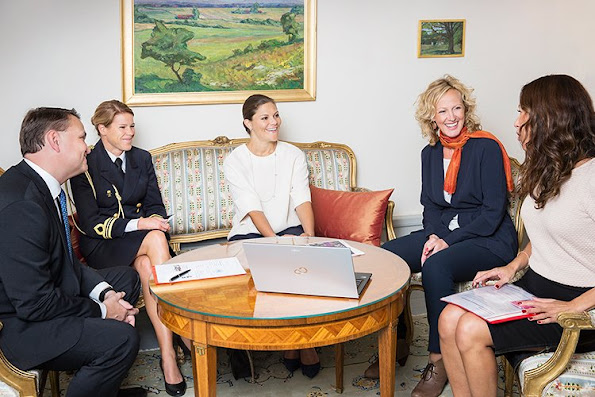 The Crown Princess met with the Swedish Cancer Society's Secretary General Stefan Bergh, Media Manager Alexandra von Melen and Aina Törnblom