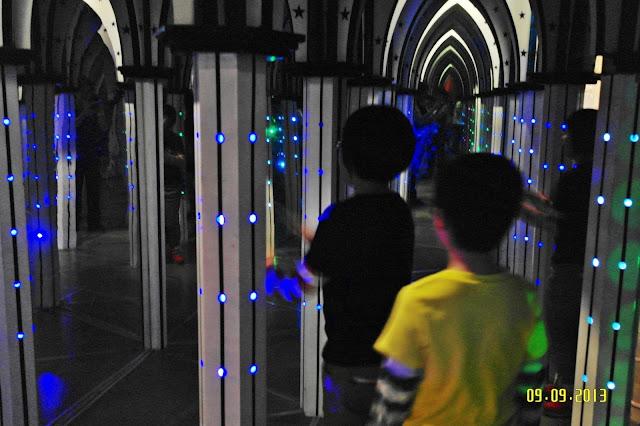Mirror Maze | www.meheartseoul.blogspot.sg
