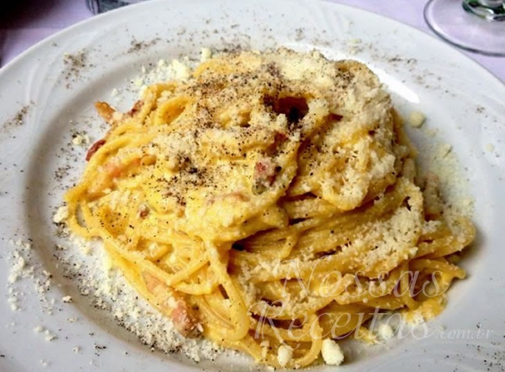Receita de Macarrão espaguete à carbonara