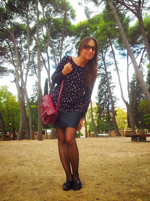 Outfit de jersey con print de flores de mango, falda de polipiel de ichi y zapatos oxford coolway