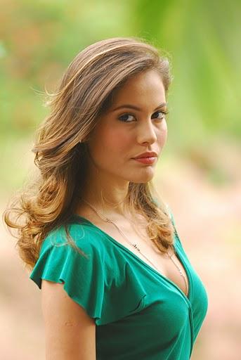 Ana Carolina Dias Nude Photos 33