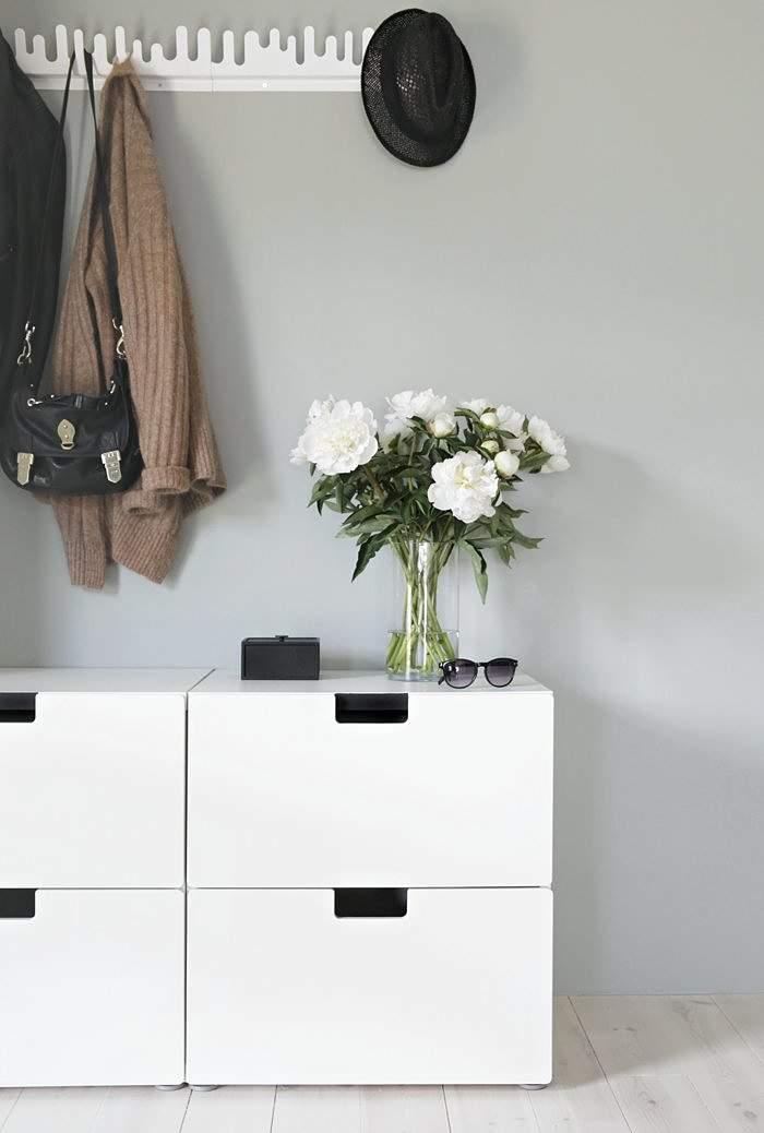 El nuevo recibidor de nina holst con muebles de ikea for Recibidor vintage ikea