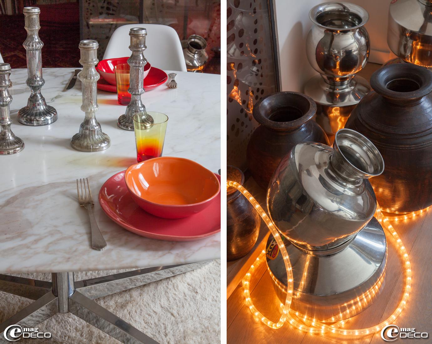 Sur une table de Florence Knoll, vaisselle, création Henriette Jansen et bougeoirs indiens en verre mercurisé. Collection de vases en inox provenant des bazars indiens éclairés d'une guirlande à leds