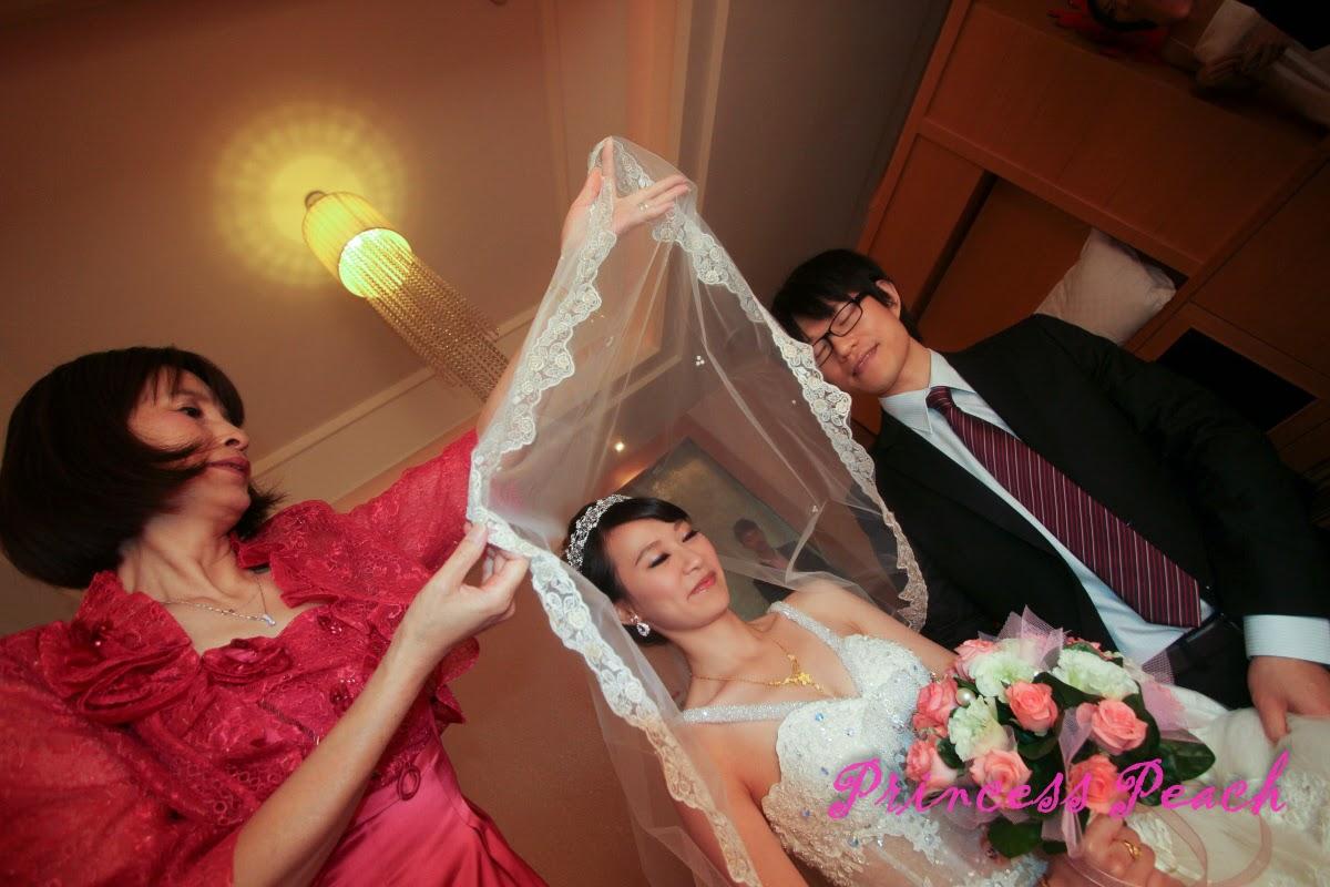 http://twpeach.blogspot.com/2014/04/wedding-make-up.html