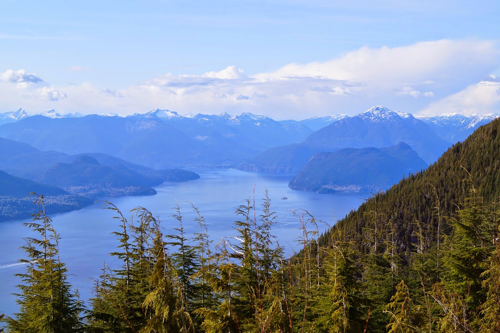 Залив Howe Sound и гора Wrottesley
