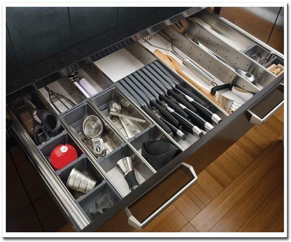 Sắp xếp tủ bếp gọn gàng