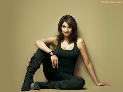 Bipasha Hot hd wallpaper rock in black dress