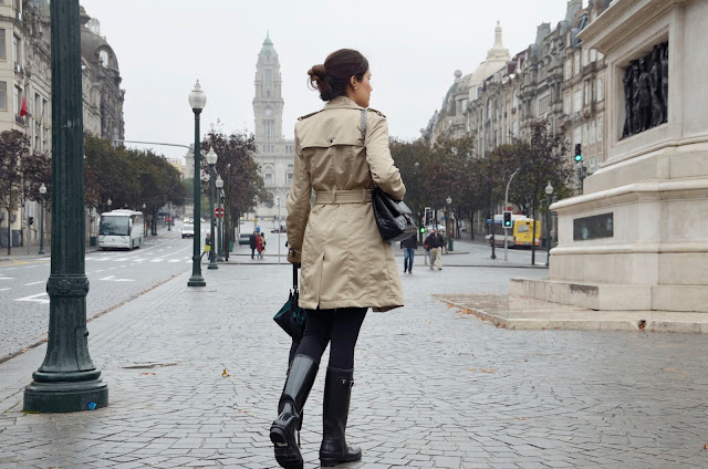 look-turismo-oporto-lluvia-blogger-trends-gallery-hunter-gabardina-porto
