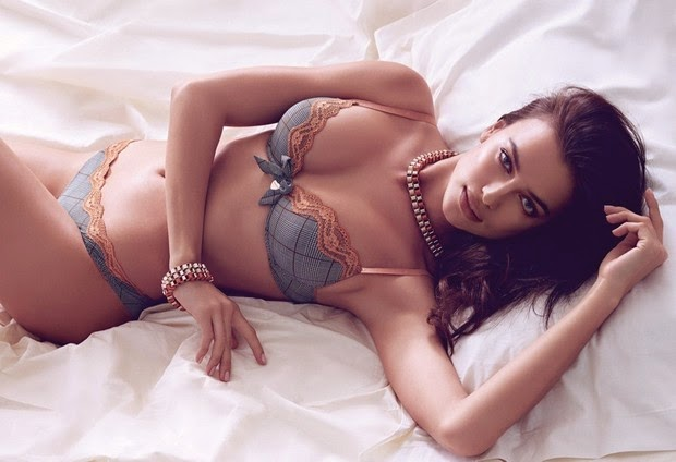 Irina Shayk, namorada de Cristiano Ronaldo, posa de lingerie