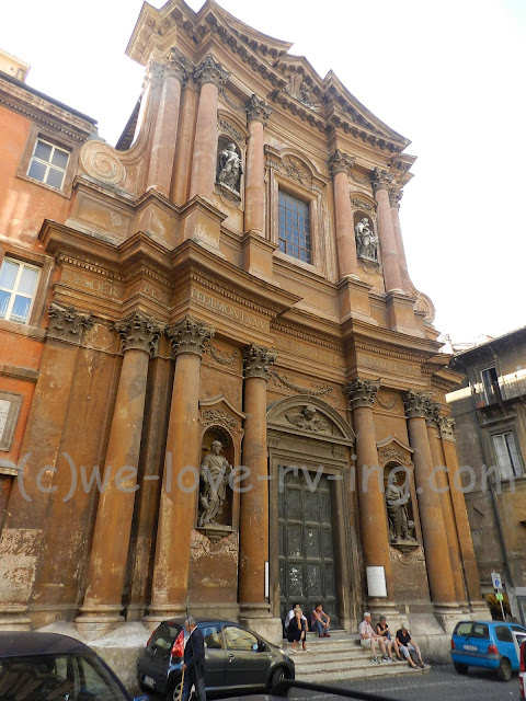 Unidentified building in Rome with architectural interests