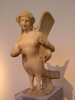 Statua funeraria di sirena