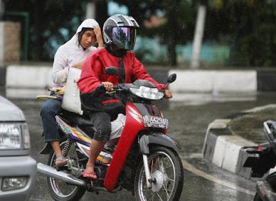 bonceng motosikal