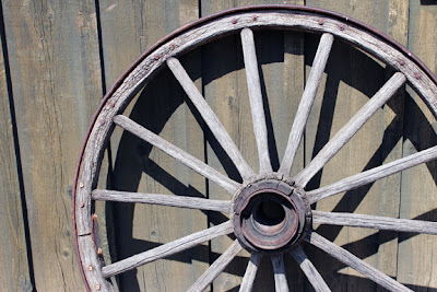 Five things fashion meets food for Things to do with old wagon wheels