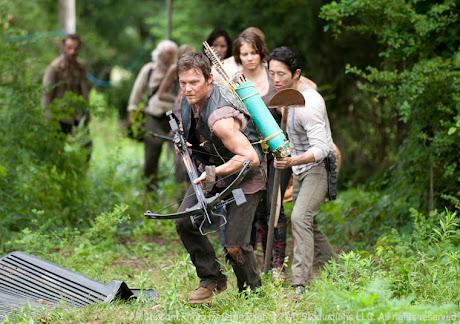Daryl (Norman Reedus) al frente de los superviivientes de TWD
