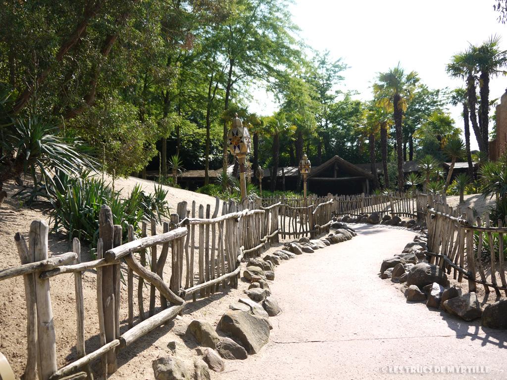Fond d'écran #3 de AOÛT 2013, avec et sans le calendrier du mois - Disneyland Paris (photo juin 2013)