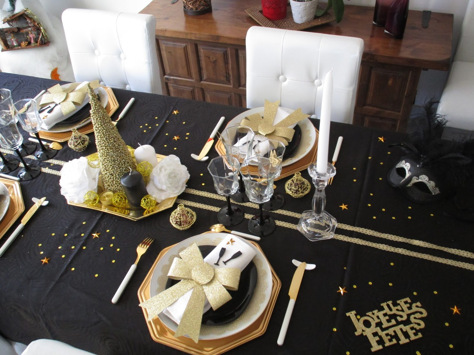 Nouvel an 2016 en noir et or d co de table th mes for Nappe et serviettes de table