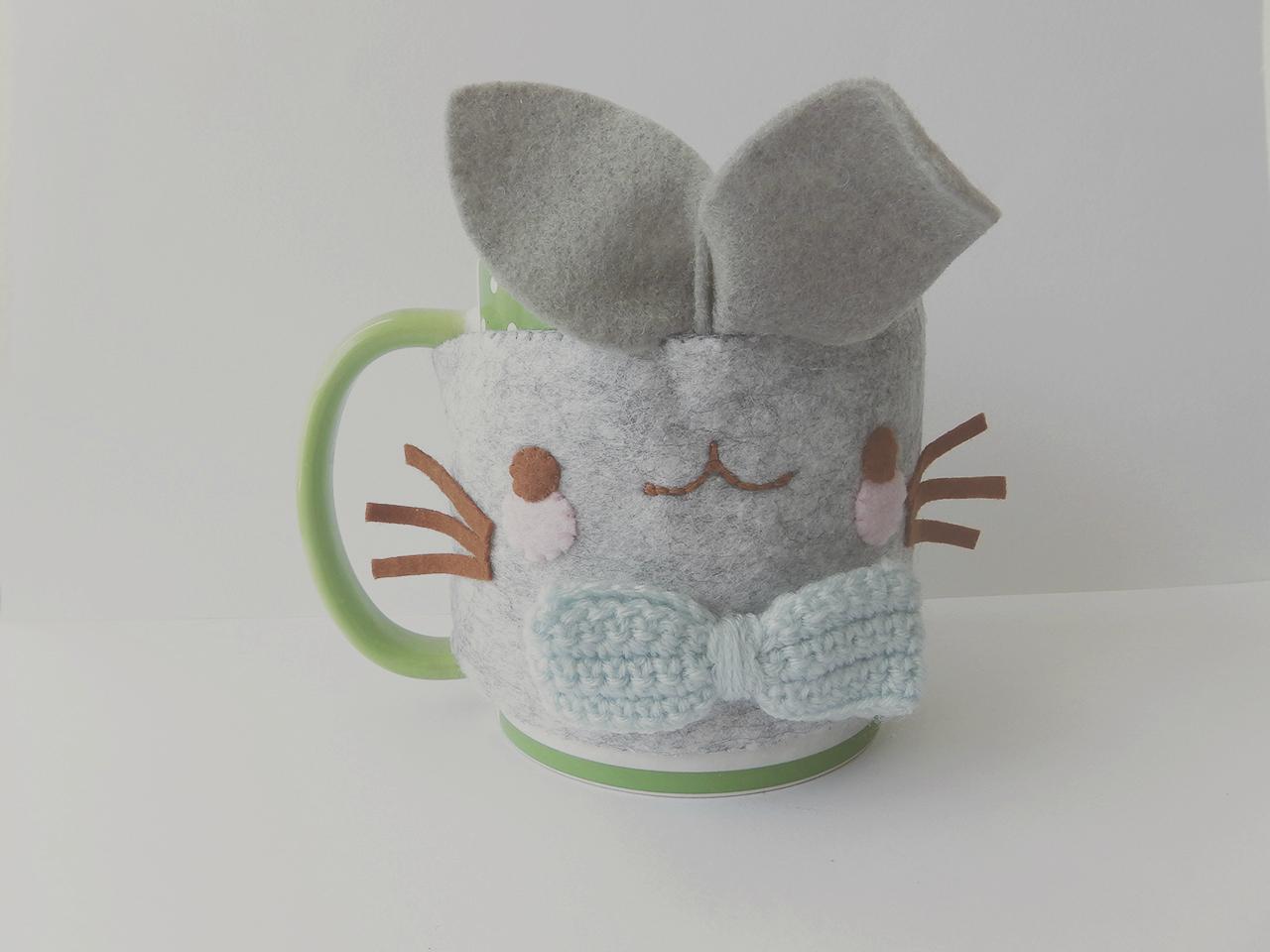cup cozy, cup sleeve, mug sleeve, felt craft, felt project, felting, bunny felt cup cozy