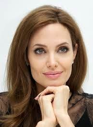 angelina jolie termasuk wanita tercantik di dunia