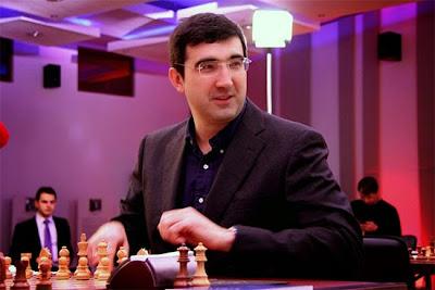 Vladimir Kramnik sacrifie une tour et marque son premier point face à Inarkiev