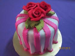 MINI FONDANT CAKE
