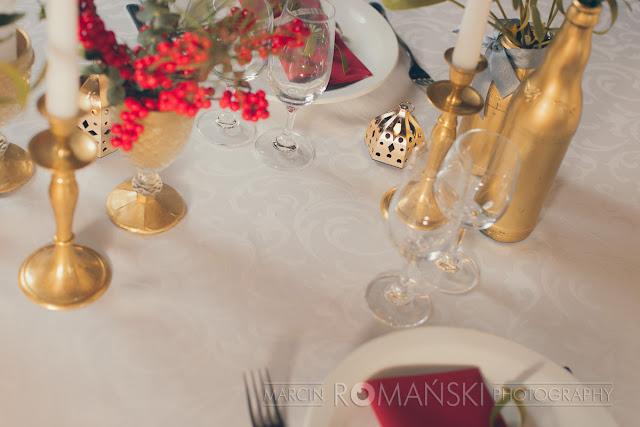 Zimowa aranżacja stołów weselnych.