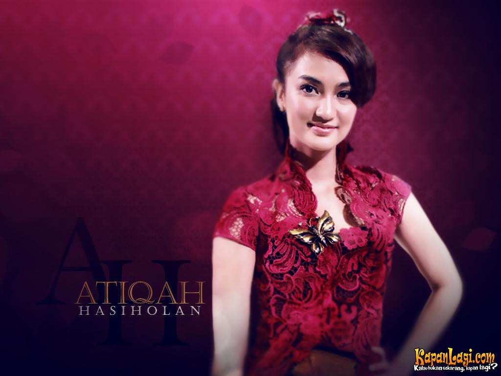 Atiqah Hasiholan Artis Cantik Foto Hot Artis