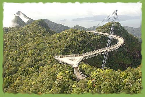 Парящий мост в Малайзии