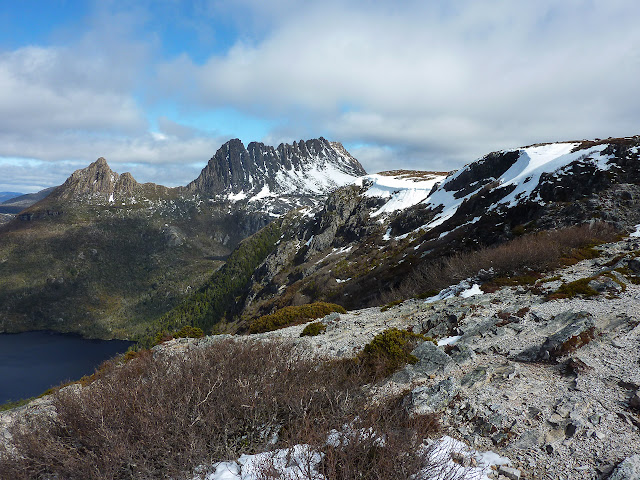 cradle mountain above dove lake