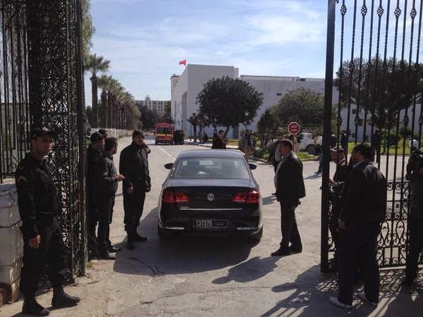 #TUNISIE Deux touristes et un guide sont restés cachés dans le musée du Bardo depuis hier. La police vient de les faire sortir