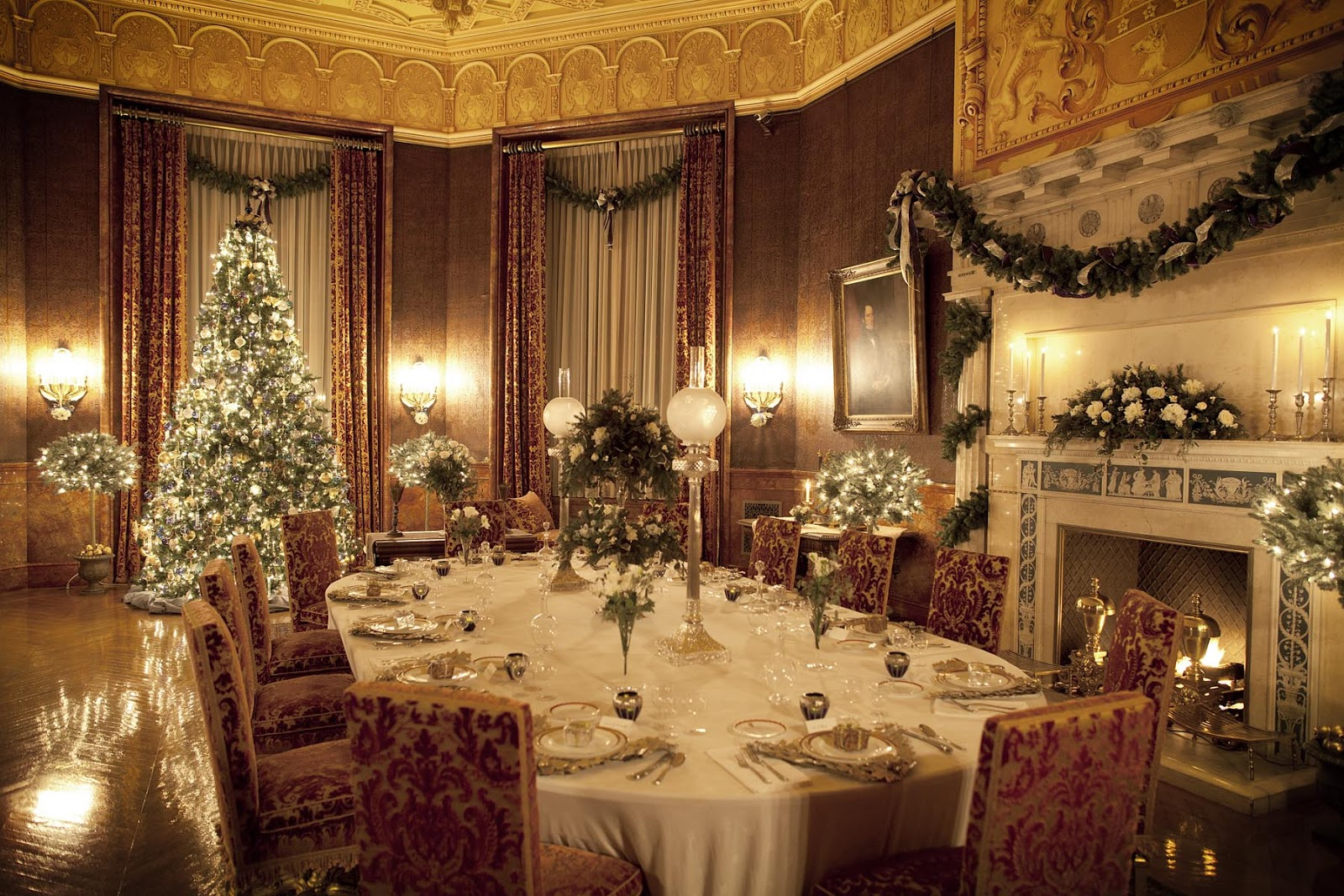 Hines sight blog decorating tips from the biltmore estate for Inside of houses decorated for christmas