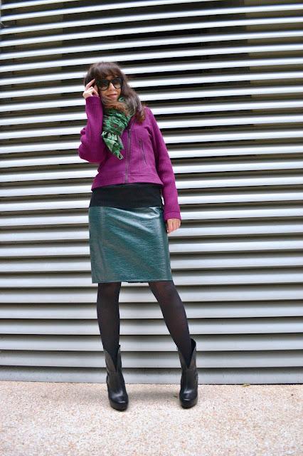 Biker jacket on the horizon!_Katharine-fashion is beautiful_Zelená koženková sukňa_Čierne pančuchy_Katarína Jakubčová_Fashion blogger