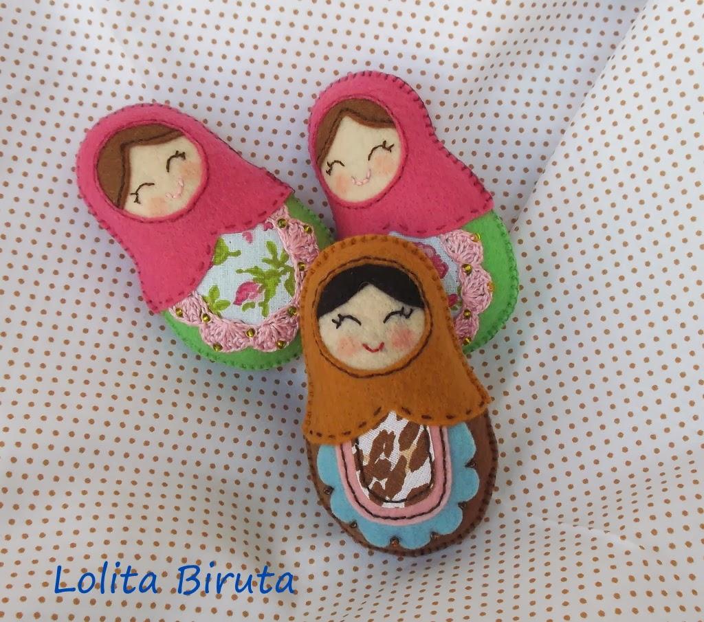 Matrioskas em feltro feitas com retalhos coloridos