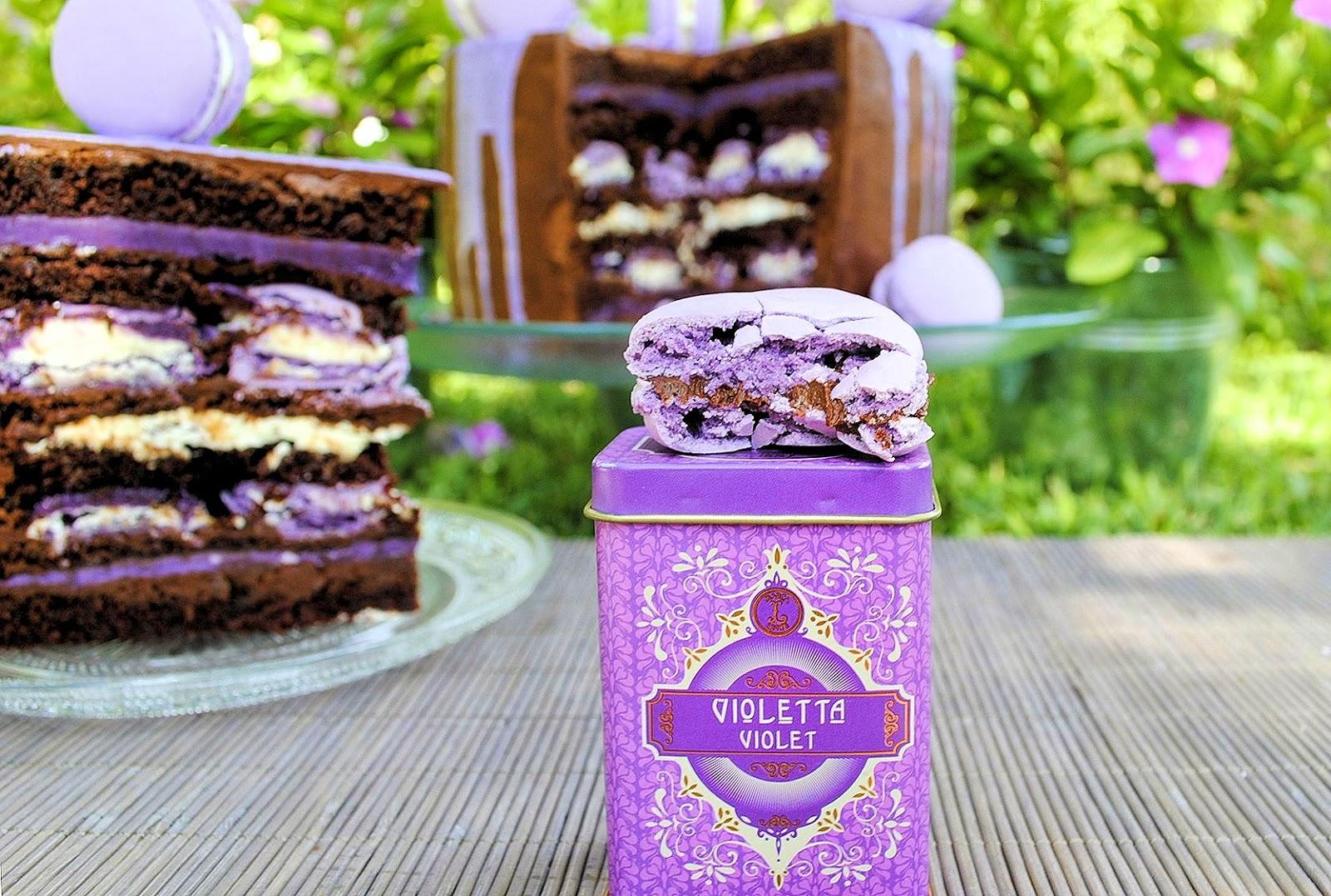 Layer Cake de Chocolate y Macarons de Violetas