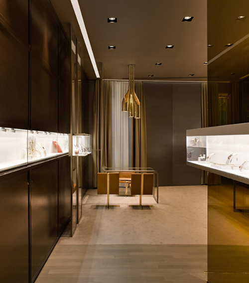Golden Design in 'Faraone' Jewelry Store