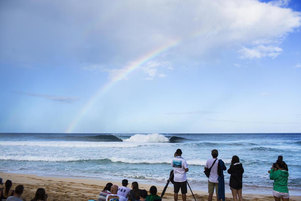 13 Rainbow Billabong Pipe Masters Fotos WSL Kelly Cestari